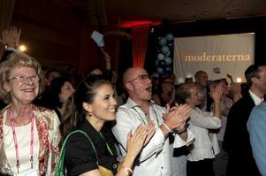 Segerjubel. Moderaterna har lyckats etablera sig som ett brett parti och är nästan i kapp Socialdemokraterna.foto: scanpix