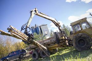 Allt från gamla skördare av de större modellerna till mindre traktorer fick visa vad de gick för under ÖSA nostalgiträff i Alfta.