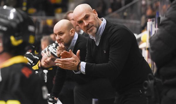 VIK Hockeys tränare Christer Olsson.