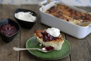 Det finns både småländsk ostkaka och en variant från Hälsingland. Stefan Ekengren slår ett slag för den småländska.