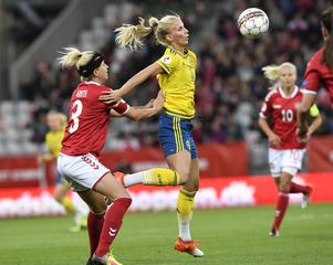 Sofia Jakobsson spelade 45 minuter för Sverige mot England.
