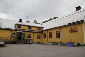 Närmare 50 bybor samlades i Stocka folketshus för att diskutera kommunens fiskevårdsförslag.