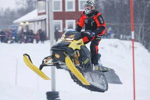 Johan Eriksson trivdes på sin nya maskin och på hemmabanan.