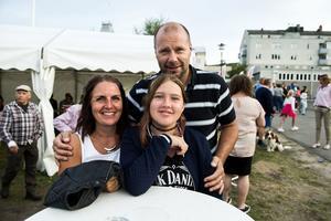 Carola, Felicia och Anders Nilsson från Sundsvall besökte laxfestivalen för tredje året i rad.