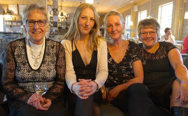 Körmedlemmarna Britta Eskilsson, Linda Wikberg, Karin Wikberg och Nina Nylander.