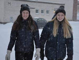 Emma Thalin och Emma Backén, båda Svegs IK, tog glatt emot beskedet om uttagningen till Ungdoms OS.