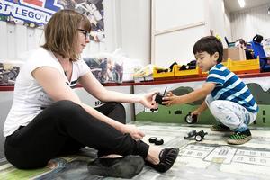 Emma och Liam Berglund besökte teknikland för första gången i söndags och kommer garanterat att komma tillbaka i framtiden. Legohörnan var väldigt uppskattad.