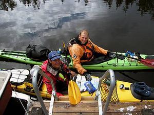 Andreas och Petter fick paddla runt Iggön. Foto: Bengt Sundberg
