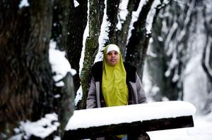 Borlängebon Qadra Guumbe, 36, är någonting så ovanligt som en somalisk skogsröjerska. Under andra halvan av 2011 jobbade hon för Skogsstyrelsen i Leksands skogar. Nu hoppas hon på att få fler jobb i samma bransch. Prognosen ser ljus ut då det finns stort behov av skogsröjare i Sverige.