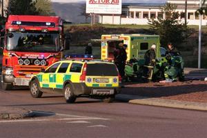 Mc-föraren var medvetslös då polis och ambulans kom till platsen. Foto: Roger Nilsson