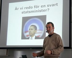 Anders Bergman från 5i12-rörelsen kräver att de lokala politikerna tar bladet från munnen.