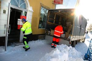 Utvecklingsenheten flyttar in i Terabs gamla lokaler på Kristinavägen. Pelle Söderström och Malin Pettersson lastar ur ett av många flyttlass.