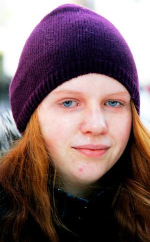 Magdalena Bergström, 20 år, Torvalla:– Ja. Jag fryser nu, men jag skulle nog frysa ännu mer utan långkalsonger. Jag började använda dem någon gång i december.
