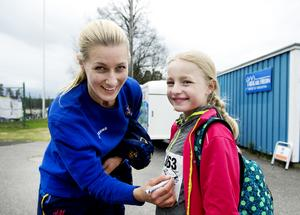 Nellie Jakobsson fick en autograf på nummerlappen av Danijela Rundqvist.