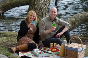 Klas Lindberg, Årets kock 2012, stod för matsäcken när Mia Gahne och han hade picknick.