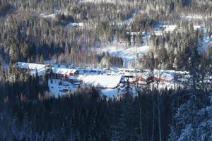Hassela Ski Resort är en stabil vintersportanläggning. Går inte under för att det saknas en platschef de närmaste månaderna. Det menar avgångne Erik Backlund.