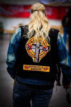 Religiös knutte. Mc-västen kan vara en hyllning till Jesus också.