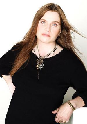 """Lotta Thell, född 1967, har gett ut fem böcker om heroinisten Eva. """"I skuggan  av värmen"""" är roman nummer två. Foto: Anna-Lena Ahlström/ Normal förlag"""