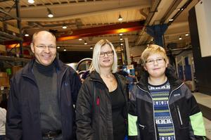 Uno Sundelin tog med sig frun Desirée och sonen Philip till jobbet.