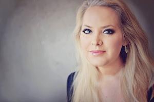 Elin Fagerberg är hudterapeut och skönhetsbloggare.