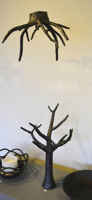 Träd med rötter. Stengods av AnnKatrine Karlstrand.