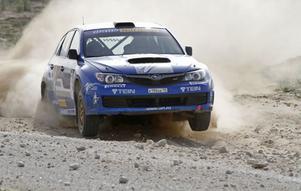 Patrik Flodin öser på i  Rally Braslaw.
