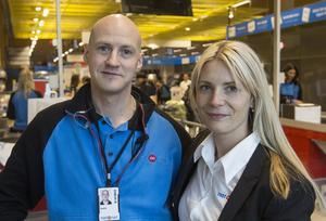 André Hansson, butikschef hos Netonnet i Östersund, och Susanne Ehnbåge, vd för Netonnet.