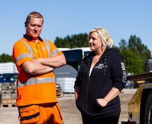 Paret Daniel och Laila Åslund menar att arbetsmiljön för bärgningsarbetare är alltför riskabel. Nu vill de se en förändring.