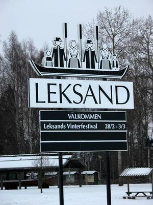 Varumärke. Kyrkbåten lyfts ofta fram i Leksand som symbolen för att vi alla drar åt samma håll. Nu saknas både styråra och styrman.