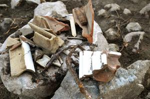 Värmekälla. Rester från en kakelugn har hittats vid förvaltarbostaden.