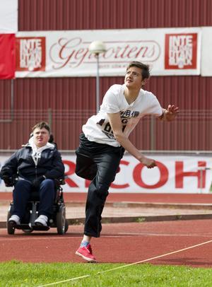 Filip Simovski går i nian på Stora Sätraskolan och kastade liten boll minst 50 meter.