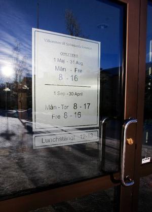 Entrédörren till Strömsunds kommunhus var av misstag  öppen förra lördagen. Som tur var upptäcktes missen snabbt.