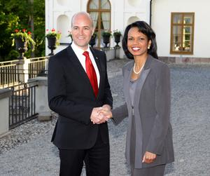 Dåvarande statsministern Fredrik Reinfeldt och USA:s dåvarande utrikesminister Condoleezza Rice möts 2008.