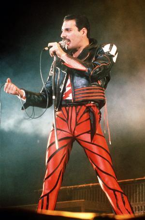 Absurt – eller...? Queen-sångaren Freddie Mercury återuppstår på scen med ny teknik.Foto: Gill Allen/AP/Scanpix