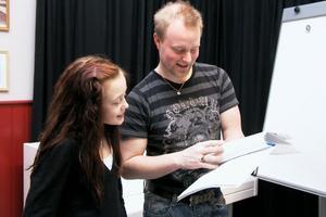 Elin Lennartsson spelar Annie i musikalen, som är regisserad av Jon Anderzon. På lördag den 11 september kommer musikalen att vara allergianpassad.