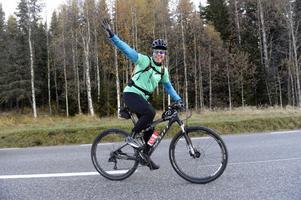 Jörgen Claesson lämnar Sälen på sin försenade cykelvasa.