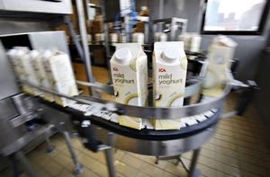 NÖDVÄNDIGT. Icas yoghurt finns bland varorna som just nu produceras vid mejeriet i Gävle. När kunderna sviker måste Gefleortens hitta andra vägar att tjäna pengar.