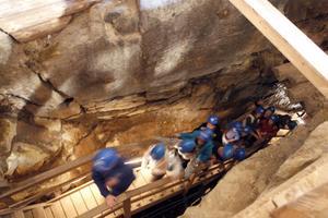 1. Los skolas 4-9 klassare besökte under fredagen koboltgruvan i Los.