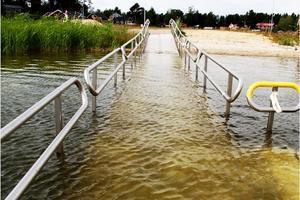 Signaturen efterlyser handikappramper till de allmänna badplatser som finns i Nora kommun. /ARKIVFOTO