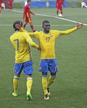 Filston Mawana tog huvudrollen mot Rumänien. Vände 0–1 till 2–1 på egen hand med två mål, det första årets mål på Karlslund arena med en vacker cykelspark.