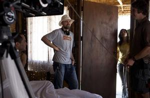 Gael Garcia Bernal, Lukas Moodysson, skådespelerskan Run Srinikornchot och en filmtekniker under inspelningen av de thailändska scenerna i