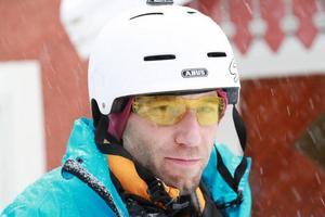 Efter en natts sömn i Sveg drog Mange iväg i rena snöovädret riktning mot Östersund