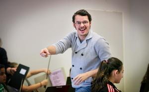 Passionerad lärare. Ron Davis Alvarez känner sig som en fisk i vatten när han får undervisa barn.