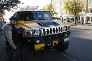 Zone Capone med sin Hummer H2.