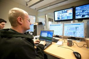 Kristian Jensen är en av dem som utbildar personalen i pelletsfabriken i Norrsundet.