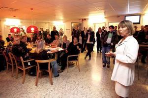 INVIGDE. Landshövdningen Barbro Holmberg invigde både Framtidscentret och jobbmässan för de Ericssonanställda.