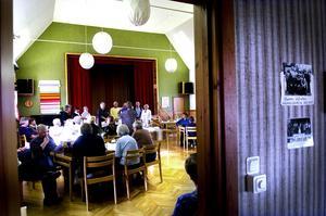 Mycket folk. Det var en hel del människor från Sågmyra och andra ställen som ville veta mer om sin hembygd.