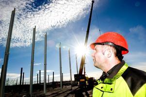 Hans Lohrdén gläds åt att investeringarna på Norra backa ger jobb åt Borlängeföretag.