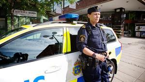 Polisen Taina Rosén-Vilidu är missnöjd med den nya polisorganisationen.