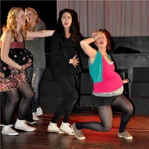 I musikalen FUCK THE PRINCE på Kulturama gymnasium, sjunger eleverna sången